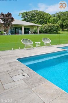 LA PERLA TRAVERTINE IS THE PERFECT POOL COPING FOR THIS STUNNING ACREAGE PROPERTY. ACHIEVE THE DESIGN OF YOUR DREAMS WITH TRAVERTINE STONE TILES, THEN SIT BACK, RELAX AND ENJOY!  #poolstyle #pools #crematravertine #travertine #poollfe #3dpool #aaronfox #landscaping #design #outdoor #lifestyle #garden #home Modern Backyard Design, Landscaping Design, 3d Pool, Pool Coping, Pool Fashion, Property Design, Stone Tiles, Travertine, Natural Stones