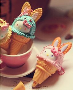 Super cute Hello Kitty ice cream cones, plus decorations. Something for the kiddies <3