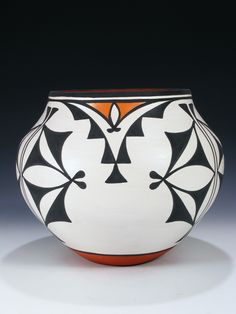 Native American Design, Native Design, Native American Pottery, American Indian Art, American Indians, Indian Ceramics, Art Shed, Pueblo Pottery, Painted Gourds