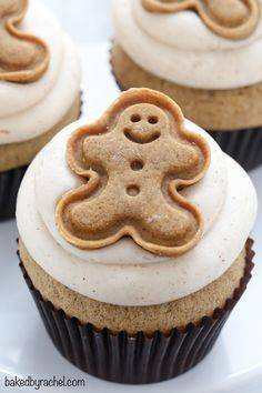 Easy homemade gingerbread cupcakes with brown sugar cinnamon cream cheese frosting recipe from /bakedbyrachel/