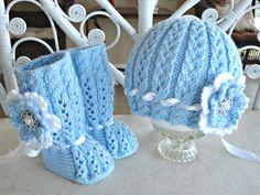 conjunto botines y gorros tejidos a crochet para bebe09