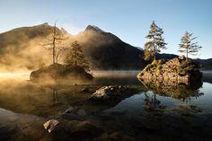 Zauberhaftes Licht am Hintersee bei Ramsau  #bavarianlakes ----- Picture by: @jonasfunck . Thank you! Please tag #visitbavaria to give us permission to repost. ----- #bayern #echteinladend #bavaria #baviere #baviera #igersgermany #igersbavaria #naturelovers #natureza #framedbynature #autumn #earthfocus #landscape_collection #loves_united_germany #letsgosomewhere #placestogo #welltravelled #paradisefound #wanderlust #wanderfolk #places_wow #exploringtheglobe #ic_nature #natureaddict…
