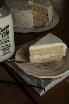 Indigo Scones: Fluffy Vanilla Cake with Whipped Vanilla Bean Frosting Indigo scones: Fluffy vanilla cake with whipped vanilla icing Vanilla Bean Frosting, Vanilla Cake, Sweet Recipes, Cake Recipes, Dessert Recipes, Frosting Recipes, Breakfast Recipes, Yummy Treats, Delicious Desserts