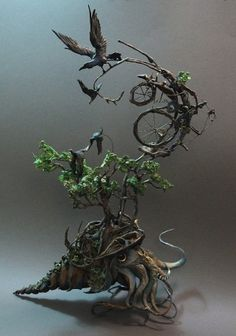 The phantasmagorical and surreal animal sculptures by Canadian artist Ellen Jewett. Between dream and nightmare, some strange creations born of a symbiosis between organic and mechanical elements, a meeting between fantasy, gothic and steampunk. Some very detailed sculptures in clay on a metal frame. Visit her website at http://www.creaturesfromel.ca/