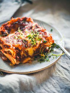 Koskenlaskija-härkislasagne – Viimeistä murua myöten Vegan Meal Prep, Healthy Cooking, Cooking Recipes, Vegetable Recipes, Vegetarian Recipes, Healthy Recipes, Veggie Food, Slow Food, I Foods