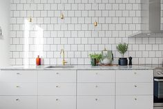 SMALL AND CUTE KITCHEN - so light and bright !
