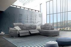 A Vasco ülőgarnitúra elbűvölő formavezetéssel rendelkezik, ugyanakkor számos funkciót ötvöz. Tökéletes helyet kínál a vendégek fogadásához. Metál lábak, díszítő tűzéscsík a háttámlán. A Vasco ülőgarnitúra párnázott karfája, mély és széles ülése és mechanikusan 8 pozícióba állítható fejtámlája által a mindennapi pihenés még kellemesebbé válik. A modell rendelhető elektromos relax funkcióval is Couch, Furniture, Home Decor, Settee, Decoration Home, Room Decor, Sofas, Home Furnishings, Sofa