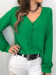 Camisa-Nilsa Size Small - Green or RedThat top color 👌🏻👌🏻Love the color and simple lines of blouse Bluzka DARINDA Blouse Styles, Blouse Designs, Fall Outfits, Casual Outfits, Couture Tops, Mode Vintage, Look Chic, Casual Chic, Casual Looks