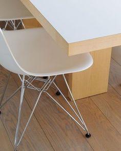 Custom made table with DSR #foinixinteriors #annatiula #nordicstyle  #bathroom #helsinki  #interiordesign #interiorarchitecture #realestate #realestatemarketing #dwelling #homestaging #homestyling  #custommadetable #diningtable #birch #dsr #vitra #eames #artek #helenaoravadesignprojects  PHT: #RikhardTiula IN-COLL: architect Niko Tiula