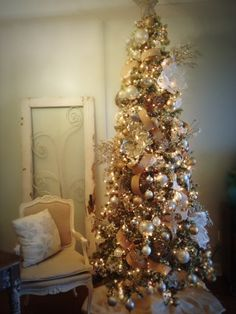Burlap and Bling Shabby Chic Christmas Tree - this would look great at my sisters house!!