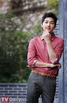 Actor Song Joong Ki will be discharged from the army in May, and there are reports that the actor is seriously considering taking the lead role in star writer Kim Eun Sook's new project 'Descendants of the Sun' which will air later this year on KBS Korean Star, Korean Men, Asian Men, Park Hae Jin, Park Seo Joon, Daejeon, Descendants, Asian Actors, Korean Actors