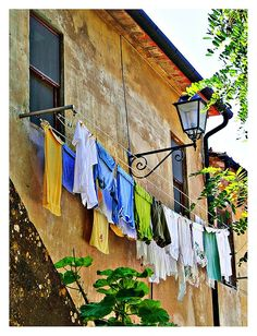 Clothes line in Populonia - Piombino, Tuscany, Italy. Laundry Drying, Laundry Art, Laundry Lines, Laundry Room, Emilia Romagna, Italian Life, Under The Tuscan Sun, We Are The World, Tuscan Style