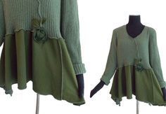 New Year Sale Asymmetric Floral Sweater XL L von RebeccasArtCloset