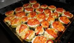 Zucchini with tomato and cheese Ingredients: - courgettes - tomatoes - cheese - garlic - Mayonnaise (sour cream) Preparation: Courgettes cut Ukrainian Recipes, Hungarian Recipes, Russian Recipes, Roasted Vegetable Recipes, Vegetable Dishes, Zucchini Aubergine, Vegetable Casserole, Good Food, Yummy Food