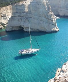 Do you recognise this place ? #Mylos #YachtcharterGriechenland #YachtcharterKykladen