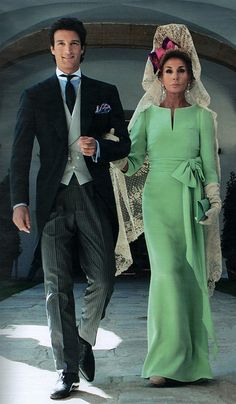 2010 - Rafael de Medina, Duke of Feria and his mother Natividad Abascal in a unique haute couture Valentino sea-foam green silk crepe gown with bateau neckline, sleeve and waist-tie bow; hair styled with a Spanish mantilla peineta. Look Fashion, Womens Fashion, Bridesmaid Dresses, Wedding Dresses, The Dress, Mother Of The Bride, Mother Son, Marie, Evening Dresses