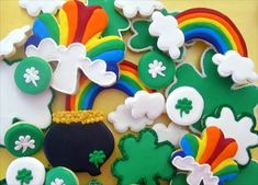 Patrick's Day cookies are a great dessert and even decoration idea when celebrating St. Get some inspiration here. St Patrick's Day Cookies, Super Cookies, Iced Cookies, Cut Out Cookies, Easter Cookies, Royal Icing Cookies, Holiday Cookies, Cupcake Cookies, Cookies Et Biscuits