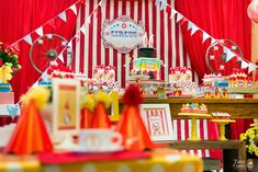 Apaixonada por esta Festa Circo!!Detalhes encantadores, venha se inspirar!!Imagens Quintal de Contos.Lindas ideias e muita inspiração.Uma semana maravilhosa para todo mundo.Bjs, Fabíola Teles.Ma...