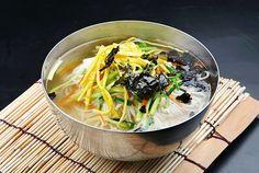 잔치국수 / 소면 Somyon is a very basic Korean noodle dish in anchovy broth. 4.500KD