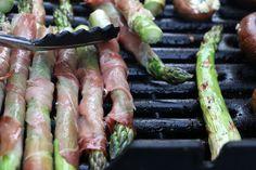 Viikonlopun paras grilliruoka: kinkkuun käärityt parsat balsamicokastikkeella