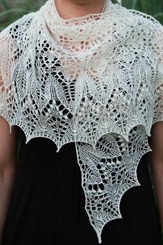 Shawl Patterns 404479610261287878 - Beautiful – would go great with Red Hat outfits if knitted in purple or red Ravelry: Fragaria Lace Shawl pattern by Alina Appasov Source by Lace Knitting Patterns, Shawl Patterns, Lace Patterns, Loom Knitting, Knitting Stitches, Knitting Designs, Knitting Machine, Knitting Tutorials, Free Knitting