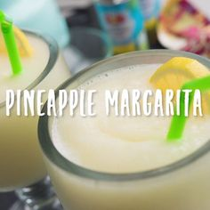 Looking for the perfect weekend cocktail? We have you covered with this Pineapple Margarita! Looking for the perfect weekend cocktail? We have you covered with this Pineapple Margarita! Liquor Drinks, Cocktail Drinks, Alcoholic Drinks, Low Calorie Tequila Drinks, Beverages, Refreshing Drinks, Summer Drinks, Bebida Mojito, Pineapple Margarita