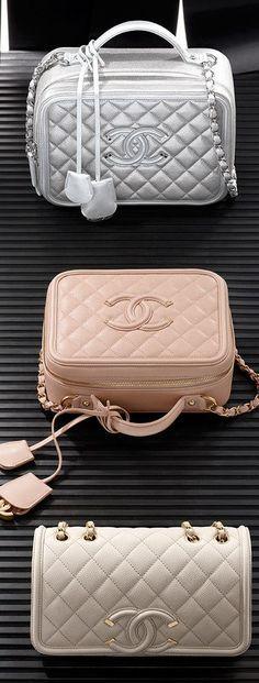 Find the Chanel RTW SS 2016 Visit espritdegabrielle… Chanel Handbags, Fashion Handbags, Purses And Handbags, Fashion Bags, Designer Handbags, Fashion Purses, Designer Bags, Dress Fashion, Beautiful Handbags