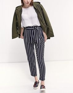 Fall in love with the new women's collection from Stradivarius. Discover the latest trends in clothes, accessories and shoes for Autumn/Winter Get inspired! Simple Outfits, New Outfits, Spring Outfits, Casual Outfits, 60 Fashion, Fashion Looks, Fashion Outfits, Paperbag Hose, Elegantes Outfit