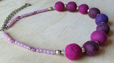 Aros de fieltro colores rosa y magenta. Hecho a mano con lana de oveja. Diseño único y exclusivo.