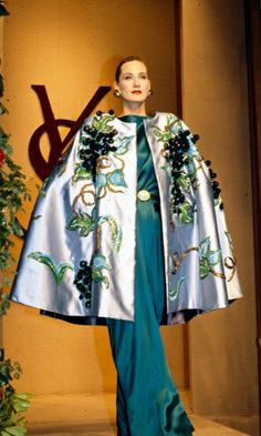 1988-89 - Yves Saint Laurent Couture show - by Anne Marie Bohme