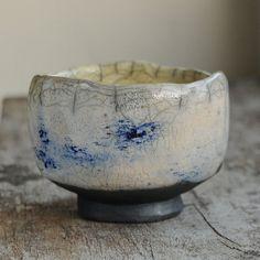 RAKU Teeschale von Studio ES auf DaWanda.com Ceramic Bowls, Ceramic Pottery, Ceramic Art, Stoneware, Japanese Ceramics, Chinese Ceramics, Asian Teapots, Sculptures Céramiques, Japanese Tea Ceremony