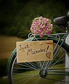 Ramo de novia hecho con rosas spray y hojas de hortensia