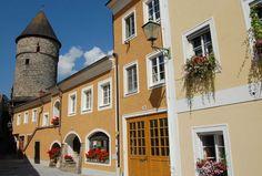 Historiske byer - Freistadt, Oberösterreich, Østerrike. Foto: Arnold Weisz © Museum, Salzburg, Austria, Collage, Pastel, Europe, Mansions, House Styles, City