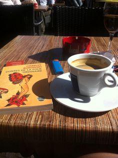 Bukowski, une cigarette, un café et le soleil de Luxembourg