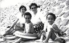 Sade (far right) and family. Mom' Anne Hayes, brother Banji and Grandmother. Quiet Storm, Easy Listening, Sade Adu, Pop Musicians, Black Figure, Neo Soul, Smooth Jazz, Secret Life, Her Music