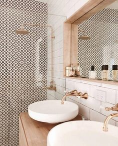 The prettiest bathroom we ever did see Image via Deborah Coimbra - Interior Decor bathroom bathroom design bathrooms ideas small bathroom ideas Modern Bathroom Design, Bathroom Interior Design, Interior Decorating, Minimal Bathroom, Washroom Design, Decorating Ideas, Modern Bathrooms, Small Bathrooms, Farmhouse Bathrooms