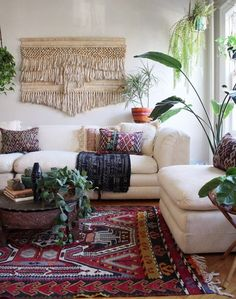 Bohemian living room can be created by doing some tricks. It is simple for you to find some references related to layout for your bohemian living space in your residence or your studio apartment. Canapé Design, Home Design, Interior Design, Interior Ideas, Design Trends, Wall Design, Bohemian Living Rooms, Living Room Interior, Living Walls