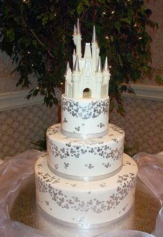 I love this cake, but I hate the giant castle on the top...