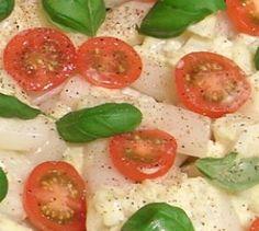 Spargel-Salat mit Ziegenfrischkäse-Vinaigrette - Spargel schmeckt nicht nur mit Butter und Sauce Hollandaise. Auch als Salat machen die weißen Stangen eine gute Figur. Die Techniker Krankenkasse kennt ein leckeres Rezept.