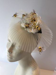 Bee headband- bee fascinator-bee headdress, buzz and bee headpiece, bee costume -Headdress NY-mad hatter-derby-Honey bee- Easter. Ivory Fascinator, Fascinator Hats, Fascinators, Headpieces, Kentucky Derby Fascinator, Derby Hats, Beekeeper Costume, Navy Flowers, Flower Colors