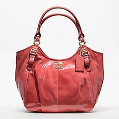Mama has decided she needs a new purse for her mothers day/bday gift (2 events less than a week apart).... don't you think this would look great on me?? Oooh...