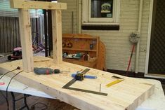 Woodworking School How to Make a Solid and Cheap Workbench Woodworking Pipe Clamps, Woodworking Bench Plans, Woodworking School, Beginner Woodworking Projects, Learn Woodworking, Woodworking Crafts, Woodworking Equipment, Building A Workbench, Workbench Top