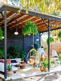 Never feel the need to vacation again in this DIY backyard. Screen panels, mason jars, repurposed materials, and a flagstone patio turn a basic yard into an outdoor retreat. Casa Patio, Backyard Patio, Backyard Landscaping, Backyard Cabana, Outside Patio, Outside Living, Outside Room, Outdoor Rooms, Outdoor Living