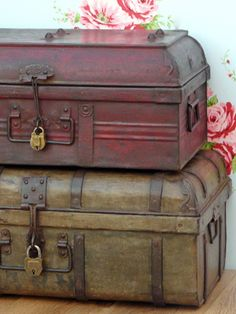 British Raj style decor - Two stacked metal trunks Old Trunks, Vintage Trunks, Trunks And Chests, Antique Trunks, Vintage Suitcases, Vintage Luggage, Vintage Travel, Charles Eames, Old Luggage