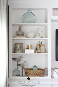 House Shelves, Living Room Shelves, Living Room Decor, Dining Room, Decorating Bookshelves, Bookshelf Styling, Rustic Bookshelf, Coffee Table Design, Deco Marine