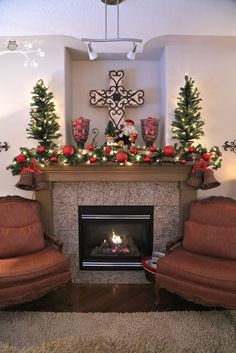 Lookie What I Did: Red and Burlap Christmas Mantel