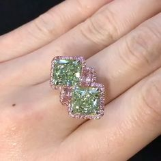 Dehres. An Exquisite 3 carats Fancy Yellow Green twin ring flanked by a pair of lovely Fancy Intense Pink Diamonds.