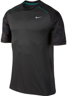 Get a dynamic look wherever you go in this men's Nike t-shirt. PRODUCT FEATURES Tag-free Crewneck Short sleeves Polyester Machine wash Imported