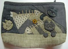 Ulla's Quilt World: Quilted cat pouch - Japanese pathcwork : http://quiltworld2.blogspot.fr/2011/10/quilted-cat-pouch-japanese-pathcwork.html