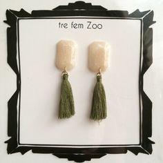 《再販》タッセルピアス ホワイトシルバー×カーキ by trefemzoo #Jewelry #Handmade